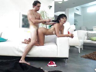 Порно молодых девушек первый раз