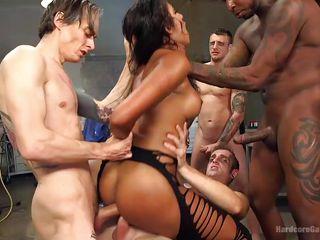 Групповое порно brazzers