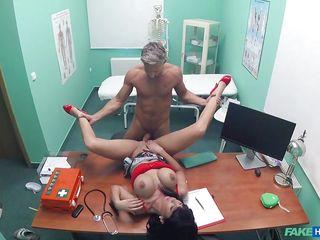 Девушка доктор порно
